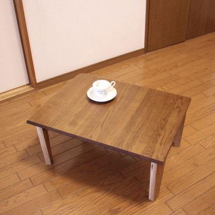 コーヒーカップとリメイクしたコーヒーテーブル