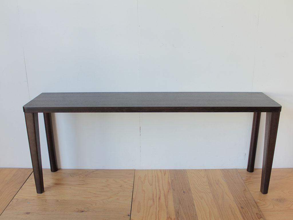 ダイニングテーブルを壁際にくっつけて使うことのできるデスクにリメイク