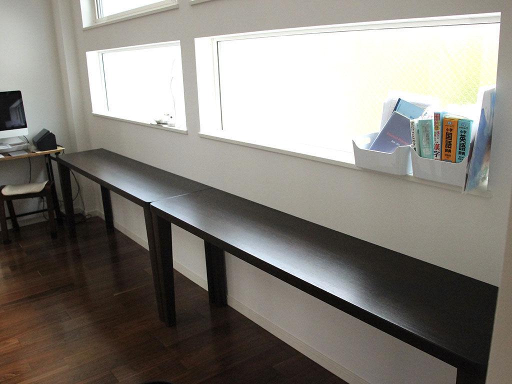 ダイニングテーブルをリメイクしたデスクをお客様ご指定の窓際に設置