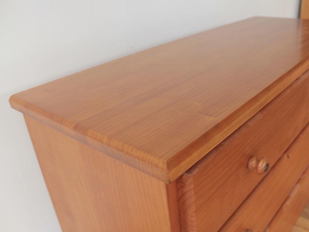 元の家具の雰囲気を損なわないよう天板の面取りにもこだわって製作
