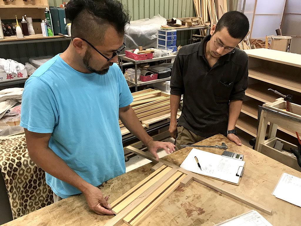 材料は元あるものを使用しても構造の見直しや素材の加工など手間がかかる家具のリメイク