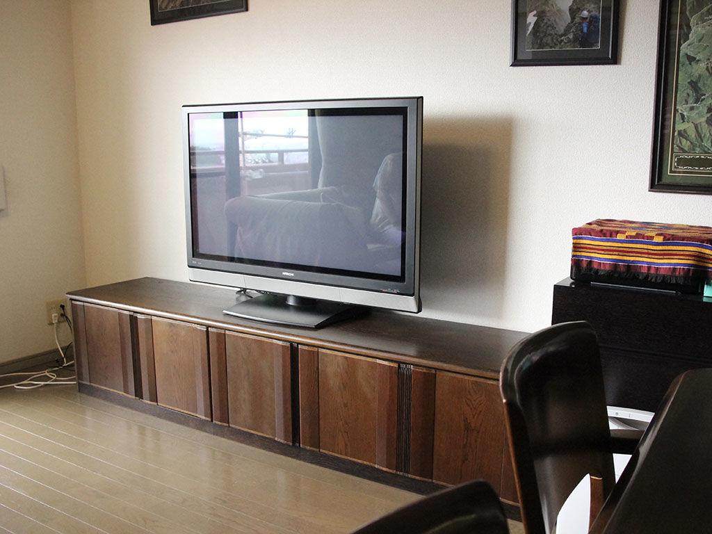 お家のリフォームに合わせて婚礼タンスからリメイクさせていただいたテレビボード