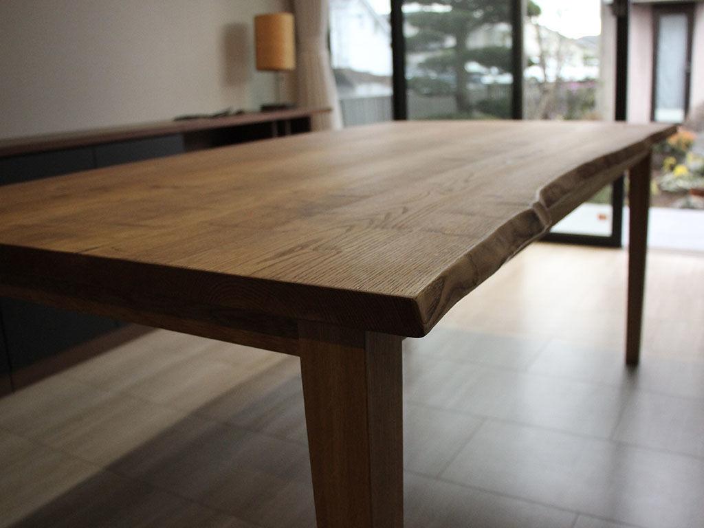 お家の建て替えに合わせてリメイクをさせていただいたダイニングテーブル