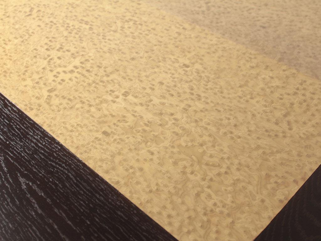 天板のバーズアイメープルの切り返しがお洒落なダイニングテーブル