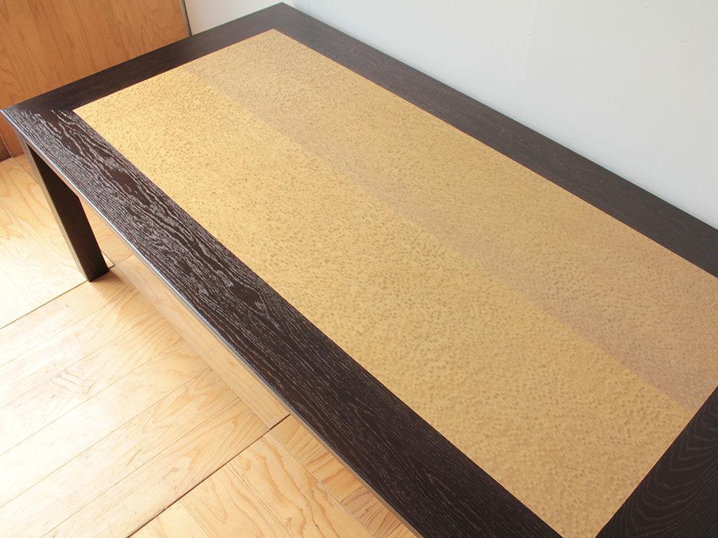 バーズアイメープルを生かした、幅2000mm奥行き1000mmの大きなダイニングテーブル