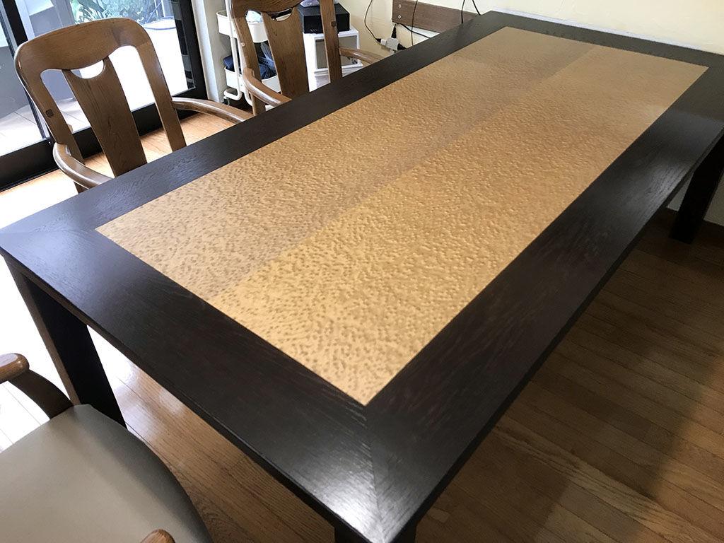 お客様宅に納品したバーズアイメープルを生かしてリメイクしたダイニングテーブル