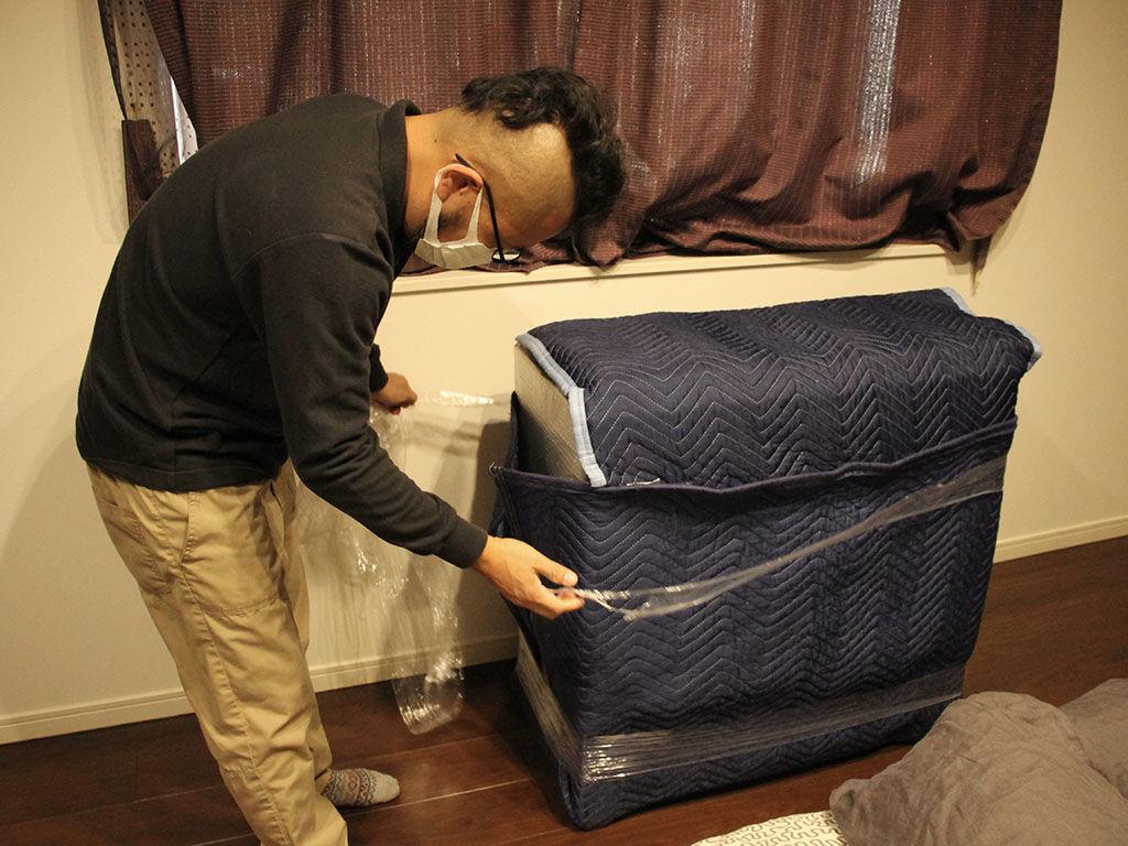 リメイク完成した家具を丁寧に梱包してお客様宅に納品