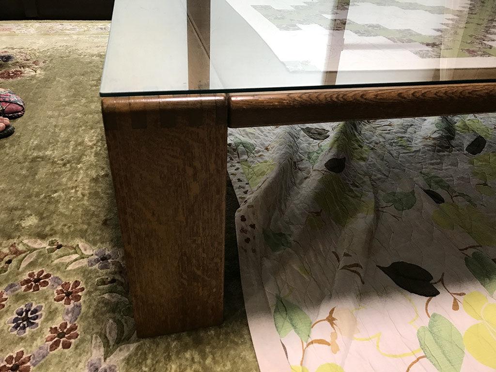 天板と同じ高さから脚が付いている座卓