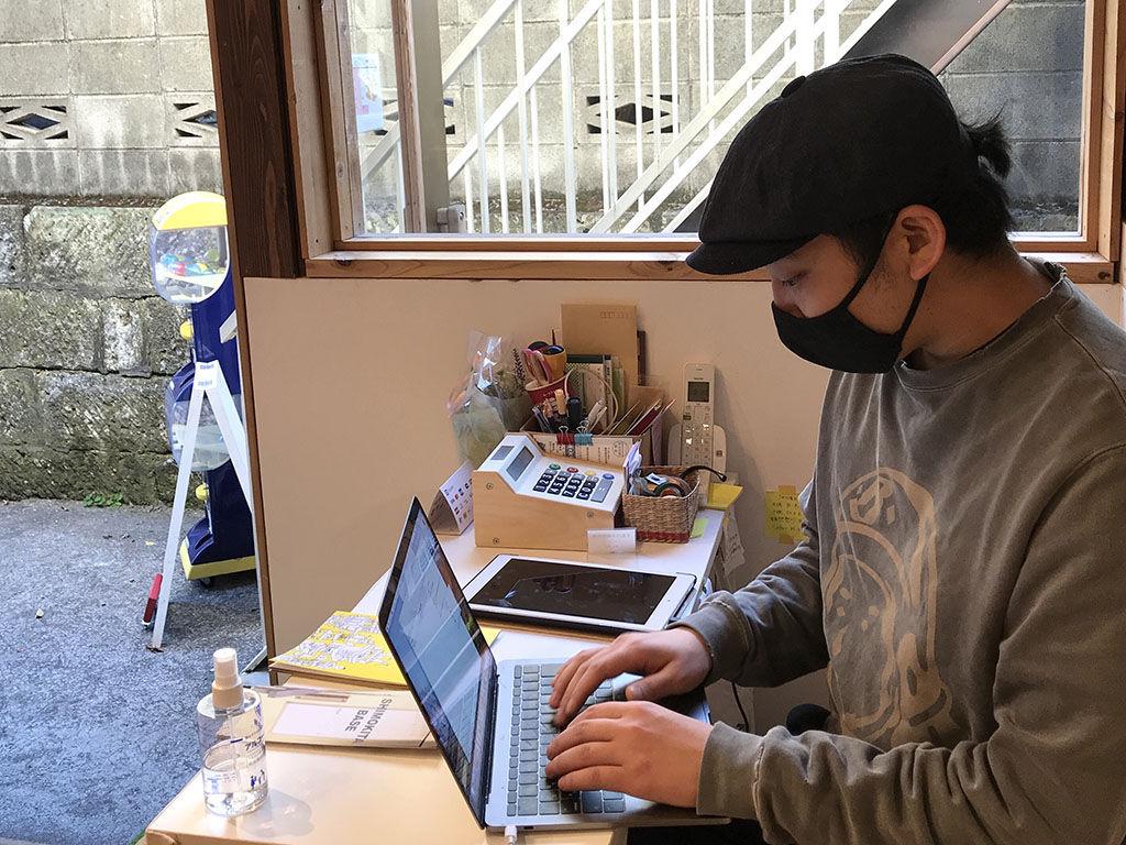 初めてのブログに緊張気味の福井