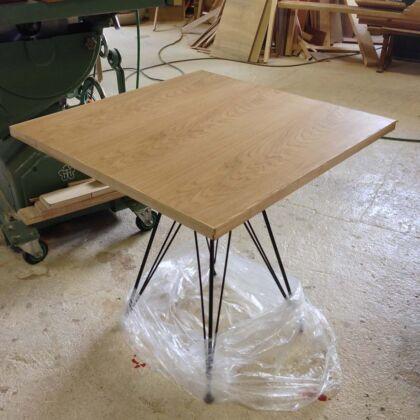 オーク天板×デザインアイアンのカフェテーブル 家具オーダーメイド事例:m014