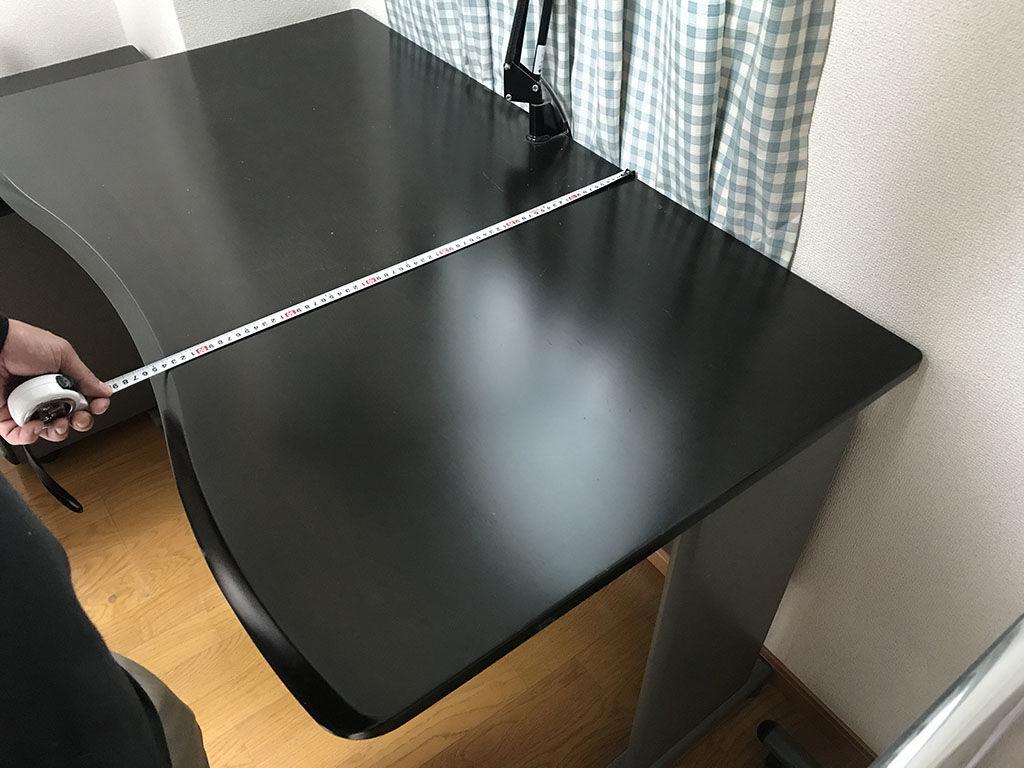 お客様と学習机をローテーブルにリメイクした後のサイズについてご相談