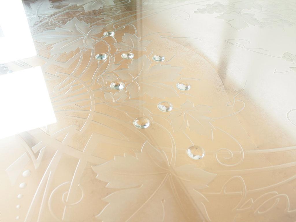 透明度の高いガラストップを用いた二重構造の天板