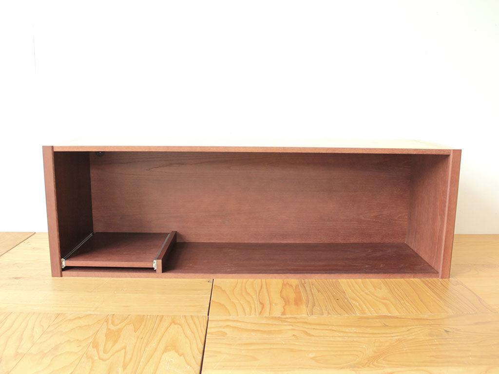 食器棚の上下に差し込めるよう製作した棚