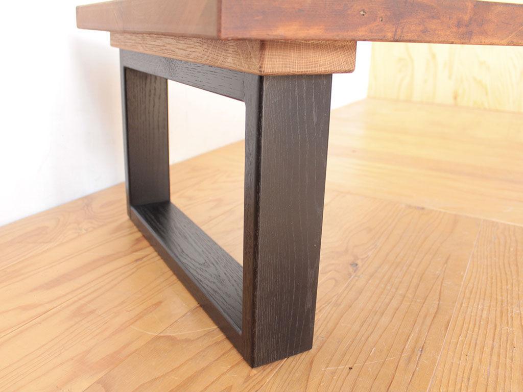 ガタつき防止のために脚にアジャスターを仕込んだローテーブル