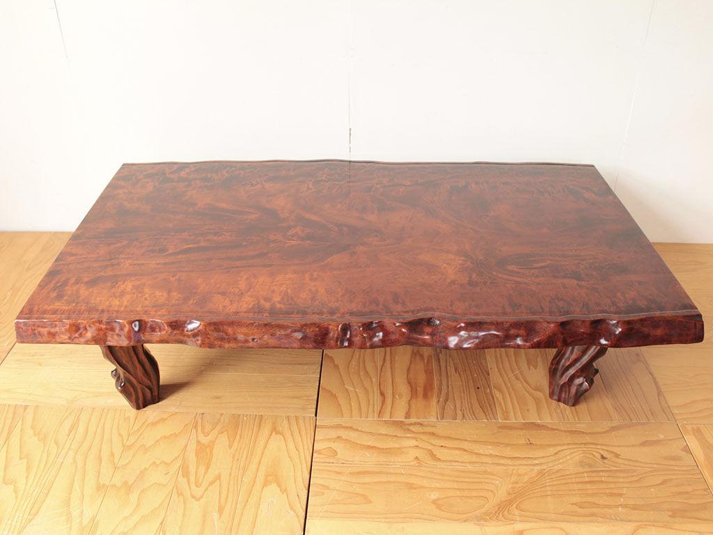 波打つ木目が美しい無垢一枚板の座卓