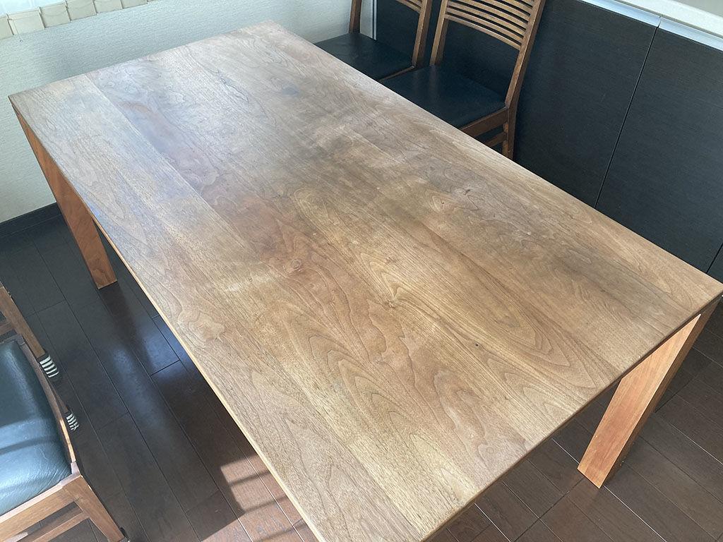天板がオイル仕上げだった無垢ウォールナットのダイニングテーブル