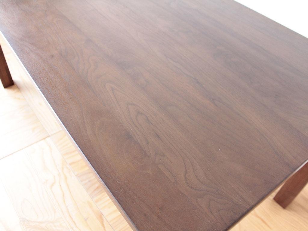 レストアして濃色に塗装も施したダイニングテーブル