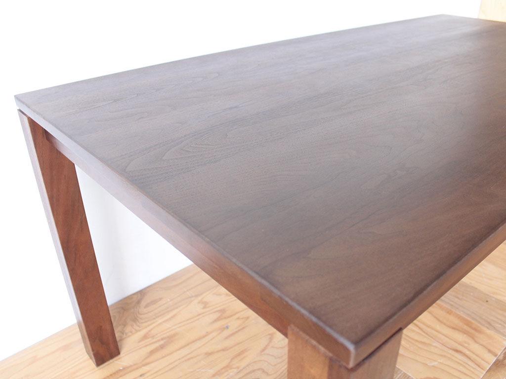 ウレタン塗装してメンテナンスもしやすくなった無垢ダイニングテーブル