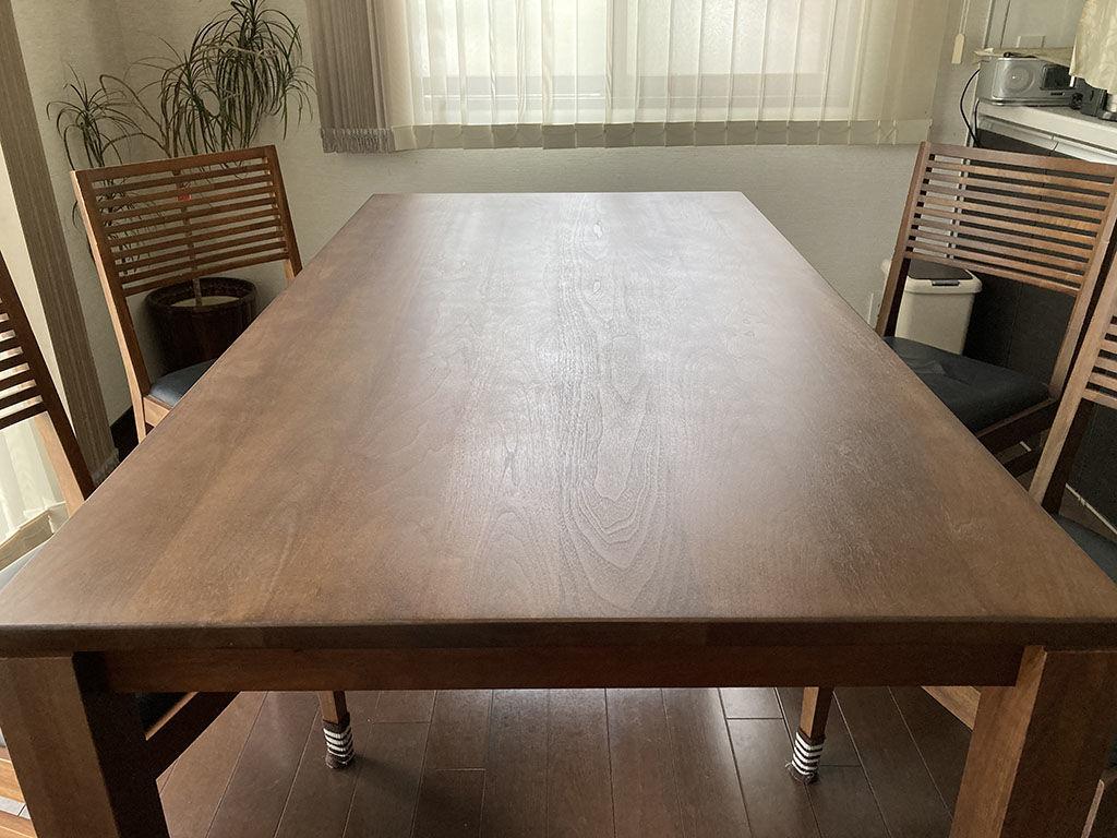 息子さんに「新しいテーブルを買ったのかと思った!」と言われたレストア後のダイニングテーブル