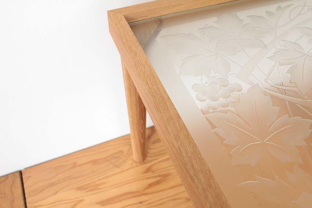 窓だったステンドグラスをダイニングテーブルにリメイク 無垢オーク材フレーム