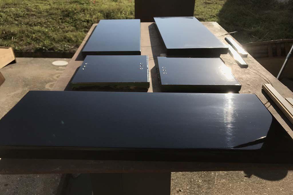 婚礼家具鎌倉彫クローゼット扉をテレビボードへリメイク 黒エナメル塗装