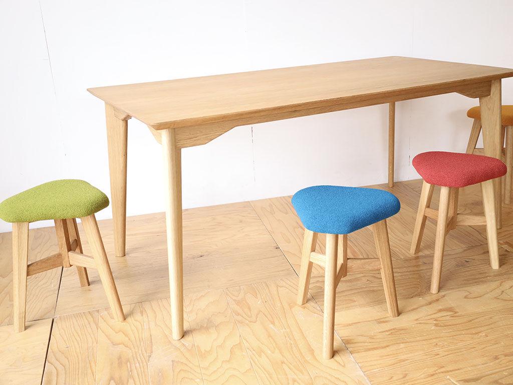「AZZI-Table」と「DELTA STOOL」