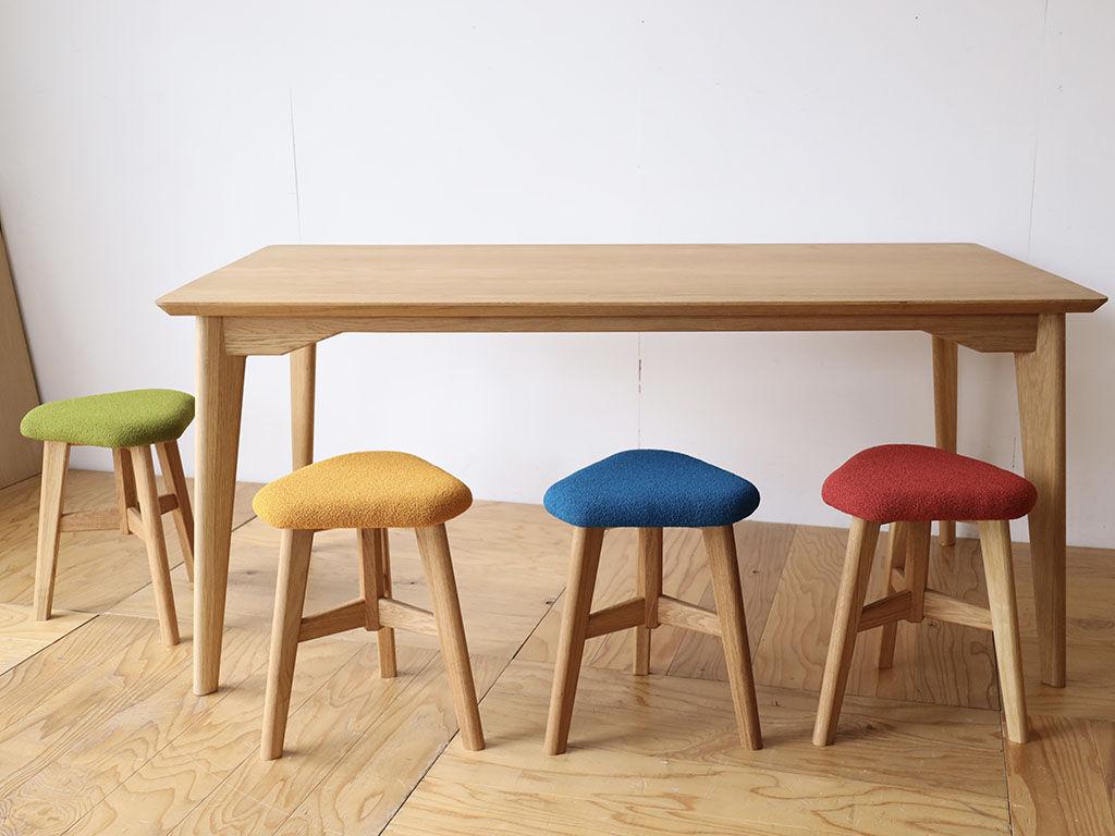 並べて可愛い「AZZI-Table」と「DELTA STOOL」