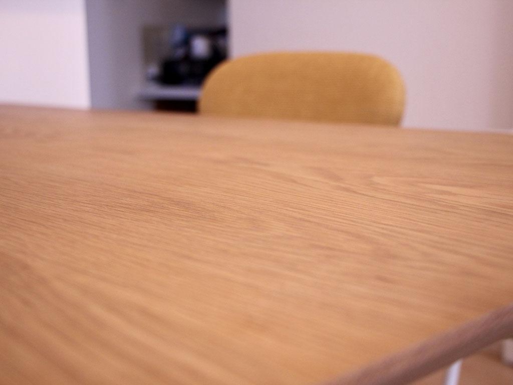 使い込むごとに味わいを増していくであろう「AZZI-table」