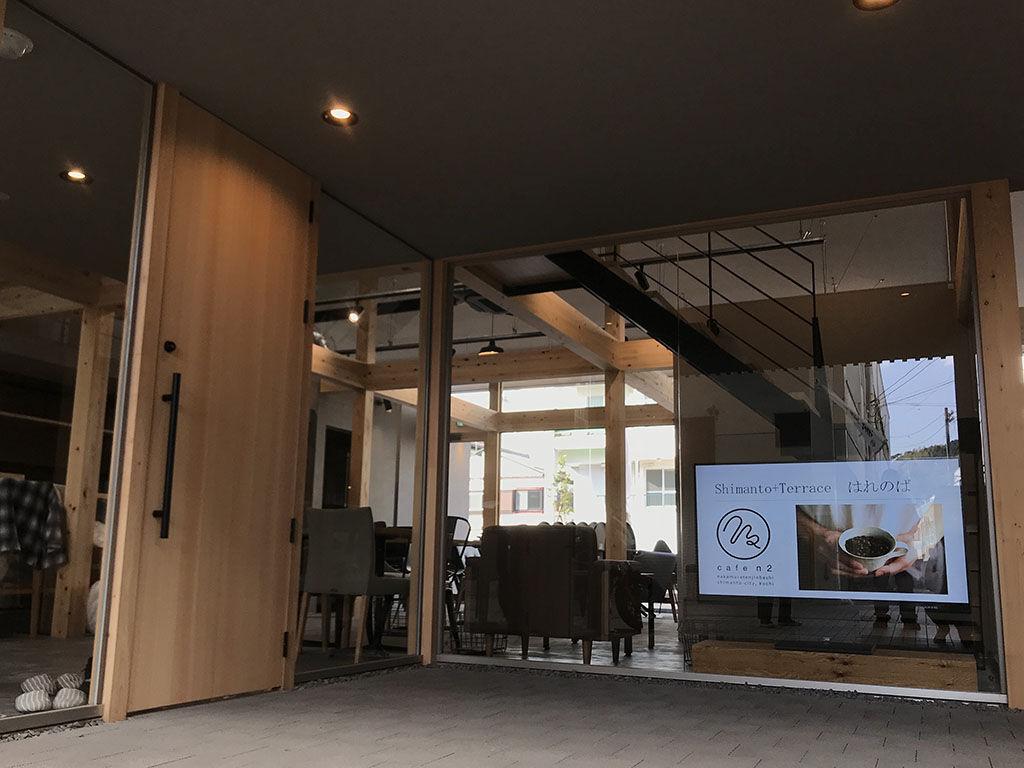 オーダーメイドテーブルのご依頼をくださった四万十の複合施設「はれのば」のカフェ「Cafe n2」様