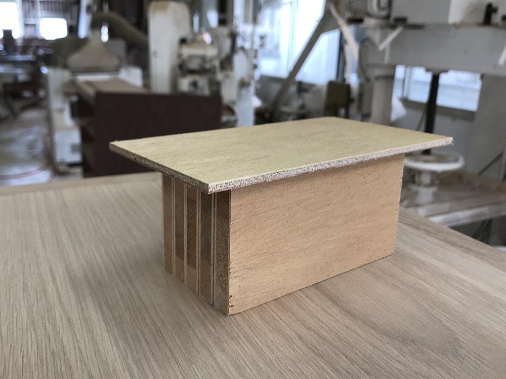 安定性や強度などを確認するために作成するテーブルの模型