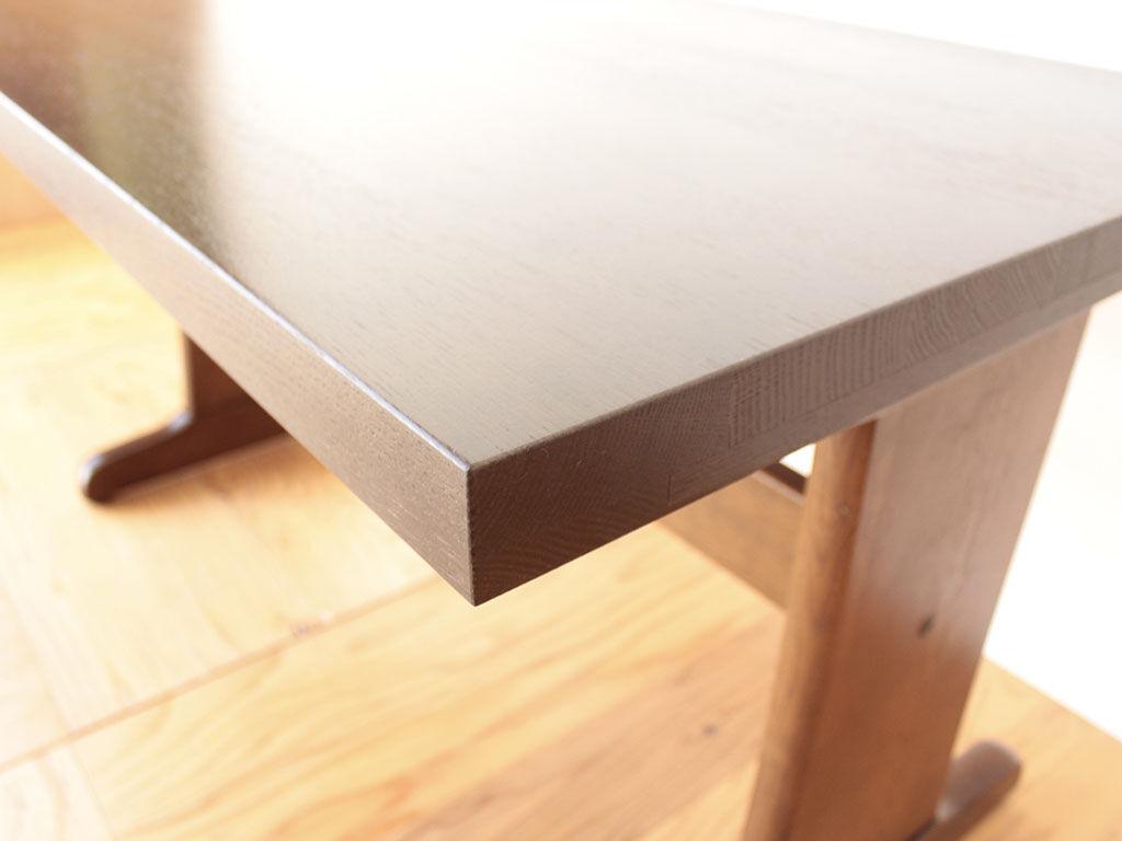 綺麗に塗装し直したダイニングテーブルの天板