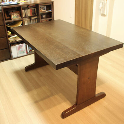 大きく重たいダイニングテーブルをリサイズ&塗装変更