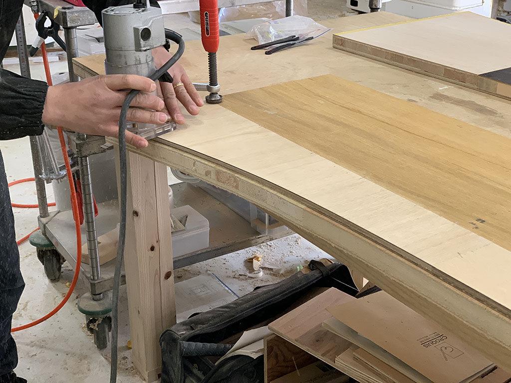 家具リメイクにあたって部材を製材してから新たな材料として使用