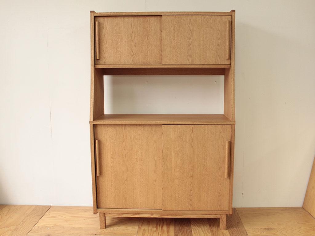 食器棚やレンジ台、婚礼タンスを構成材に使用してリメイクしたキッチンボード