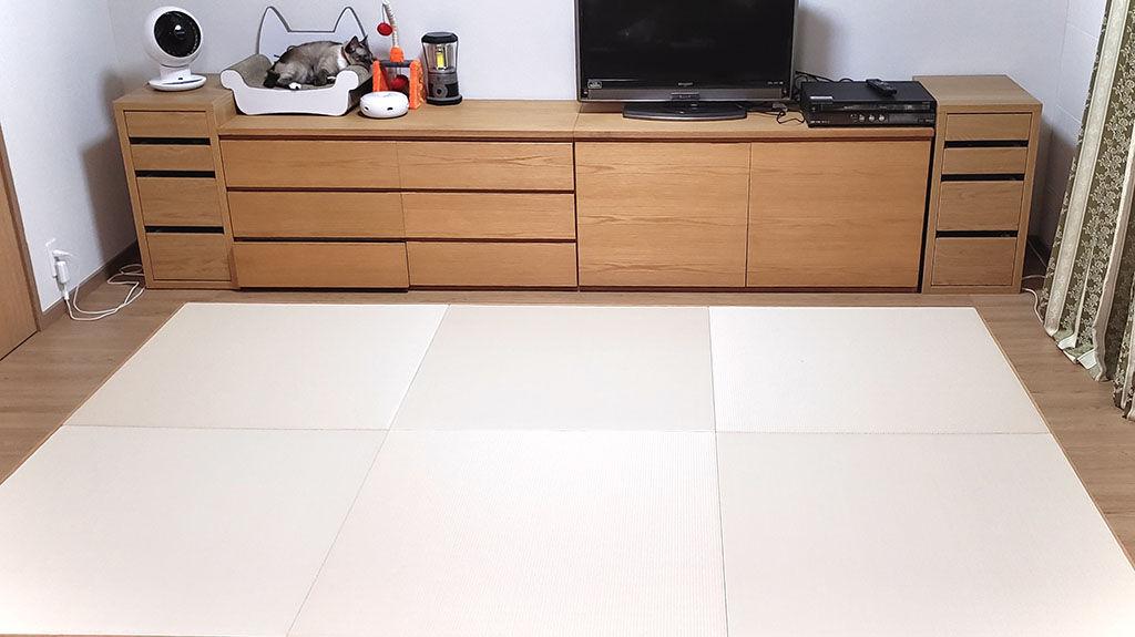 リメイクした家具に合わせて壁や床を張り替えたという素敵なお部屋