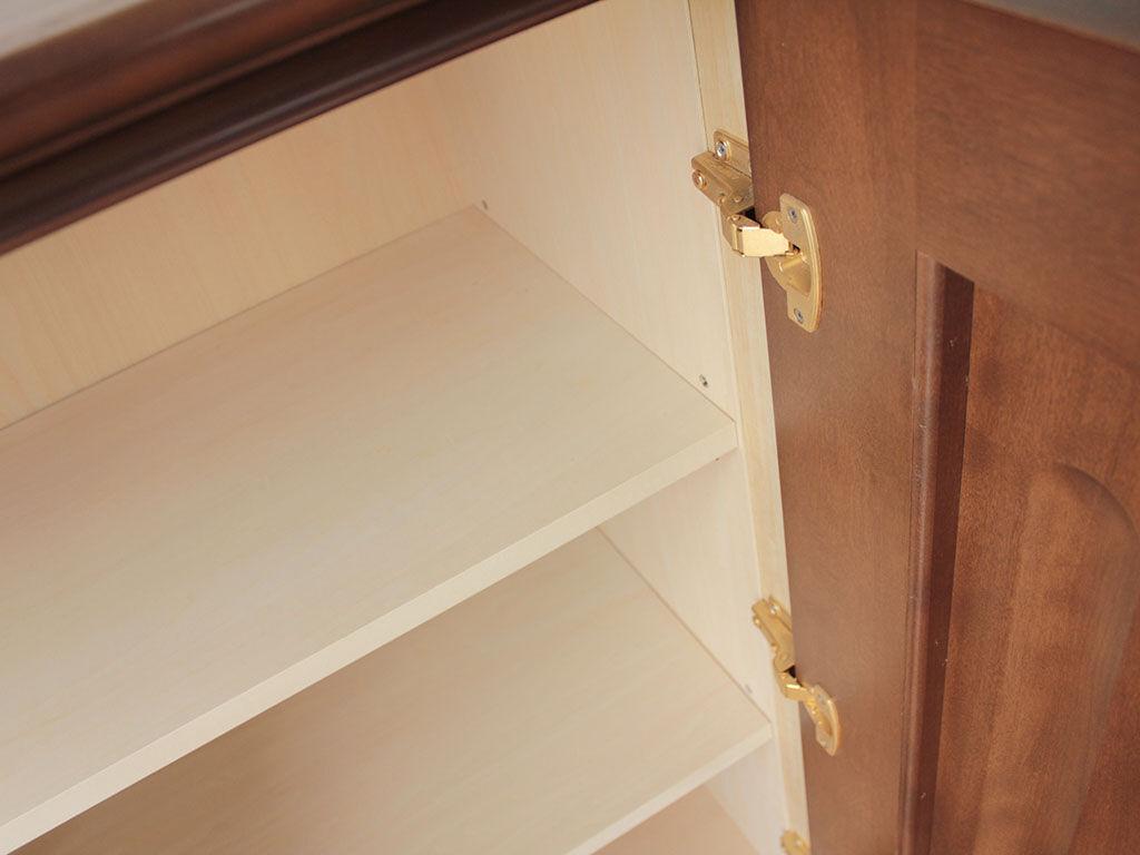 収納物に合わせて棚板の位置を変更できる可変ダボ式