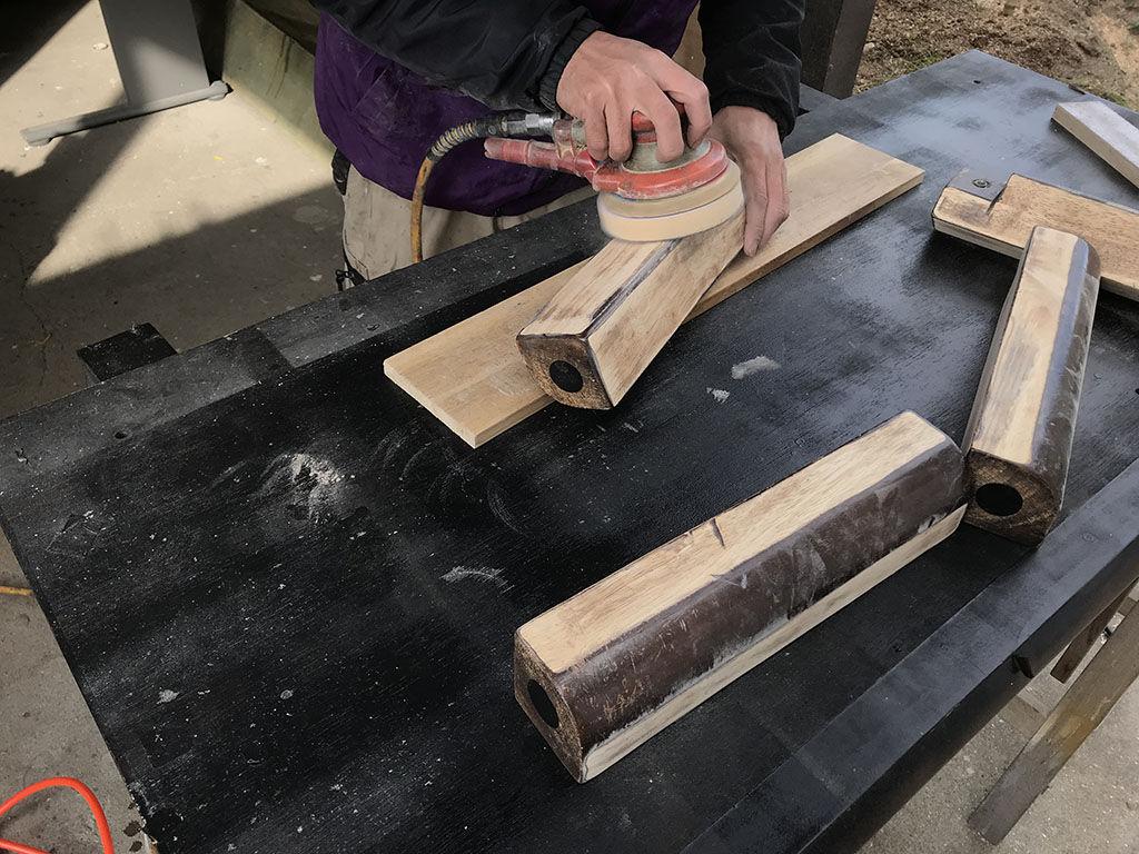 新調する部材が既存部材から浮いてしまわないように加工
