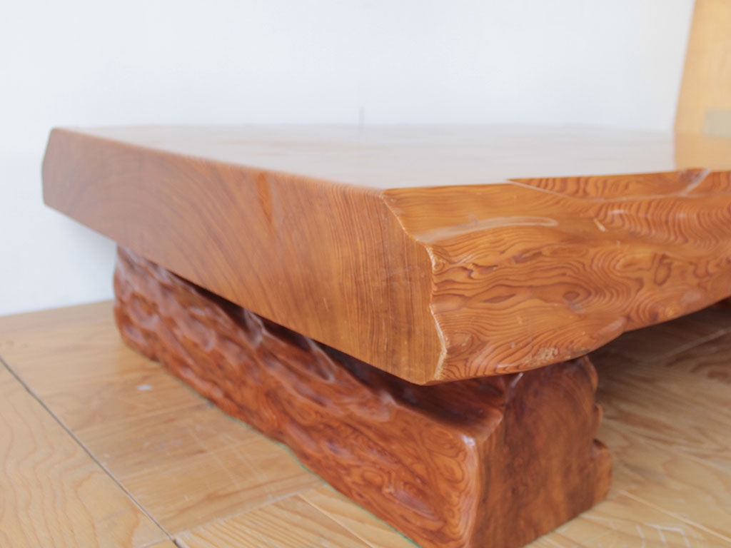 天板の厚さが15cmもある立派な座卓