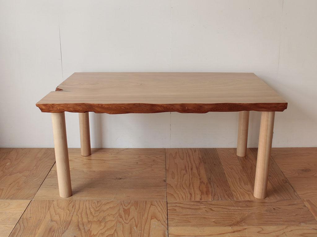 無垢一枚板の座卓天板を生かしてリメイクしたダイニングテーブル