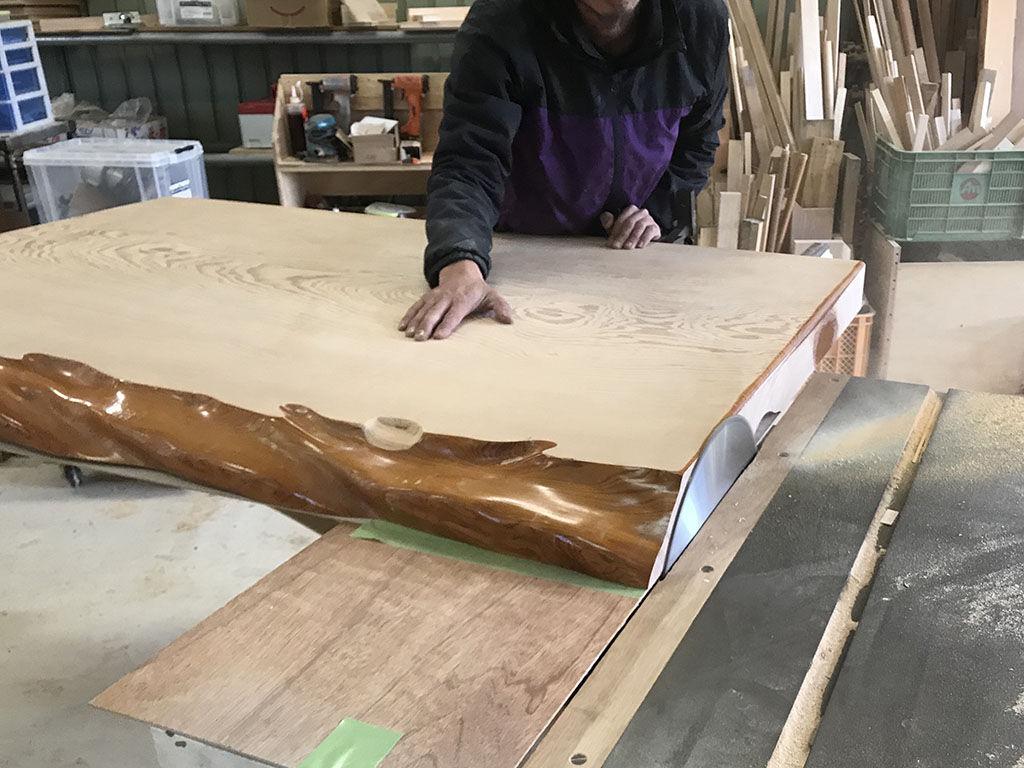 厚み15cmの天板をスライスして薄くした状態