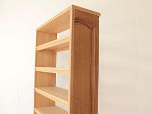 婚礼タンスの扉を生かして本棚にリメイク アイキャッチ