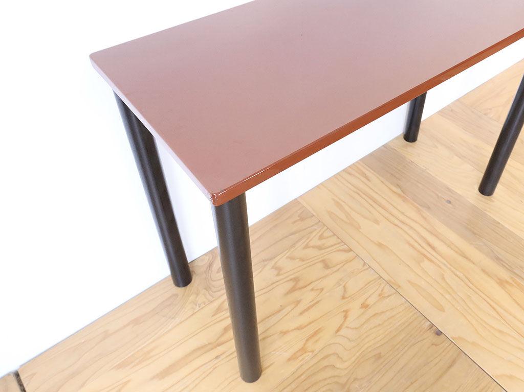 脚にアジャスターの付いた家具のガタつき調整方法