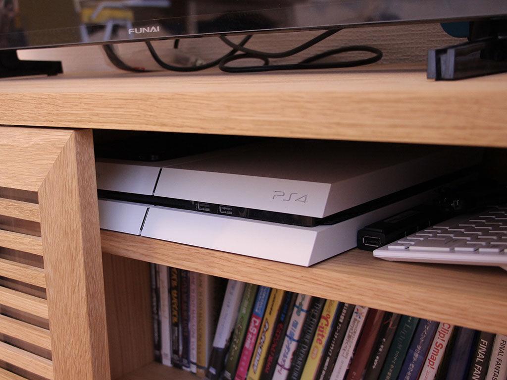 PS4とDVDやブルーレイディスクを収納できるようにしたテレビボードの棚割り