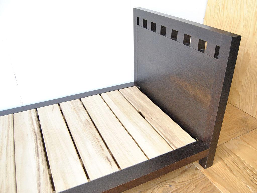 リサイズしてシングルサイズにしたベッドのヘッドボード