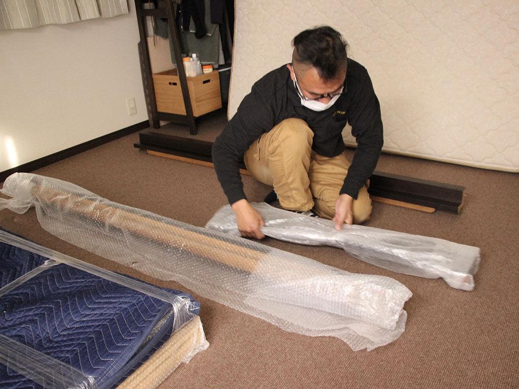 リサイズしたベッドフレームの組み立て・設置作業