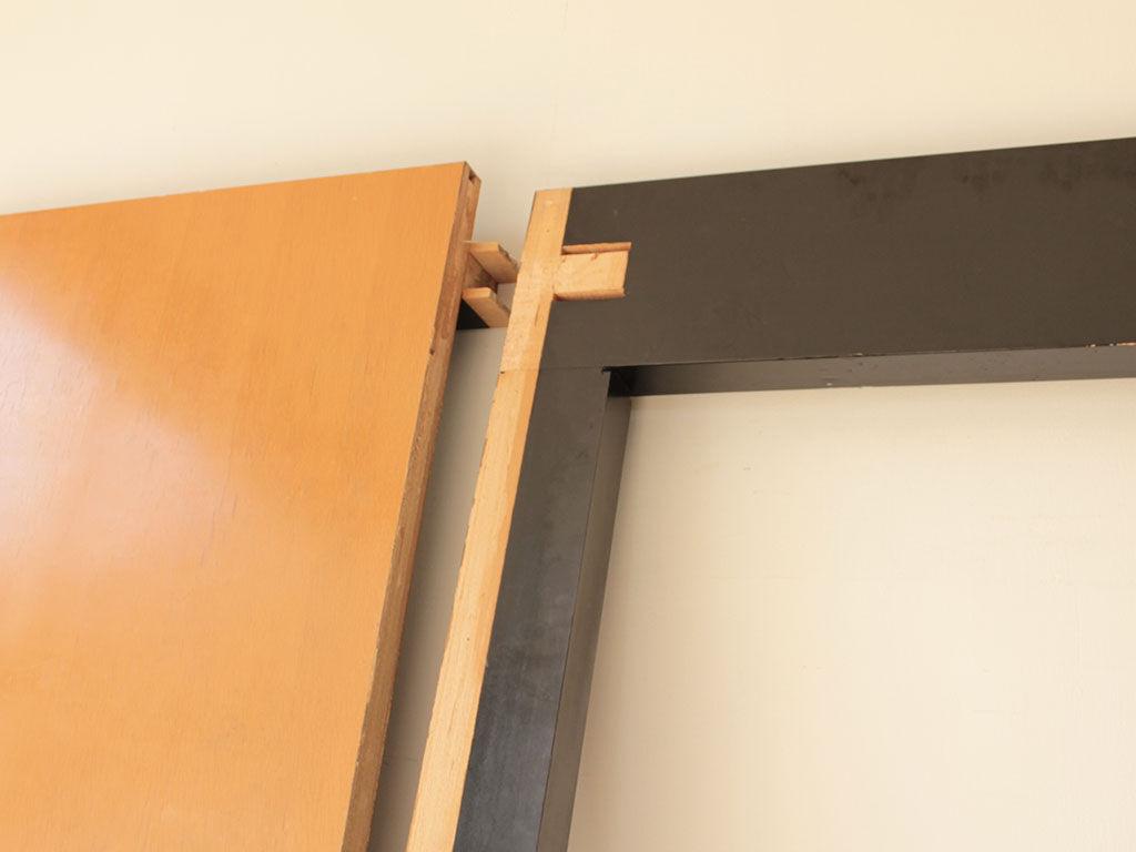 天板と脚を解体して搬出したテーブル