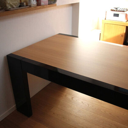 お客様のご新居にリメイクしたダイニングテーブルを納品