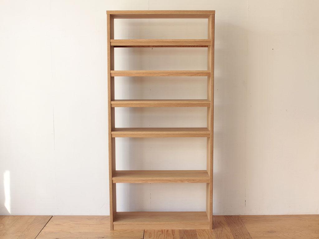 洋服タンスの扉を生かしてリメイクした本棚の正面