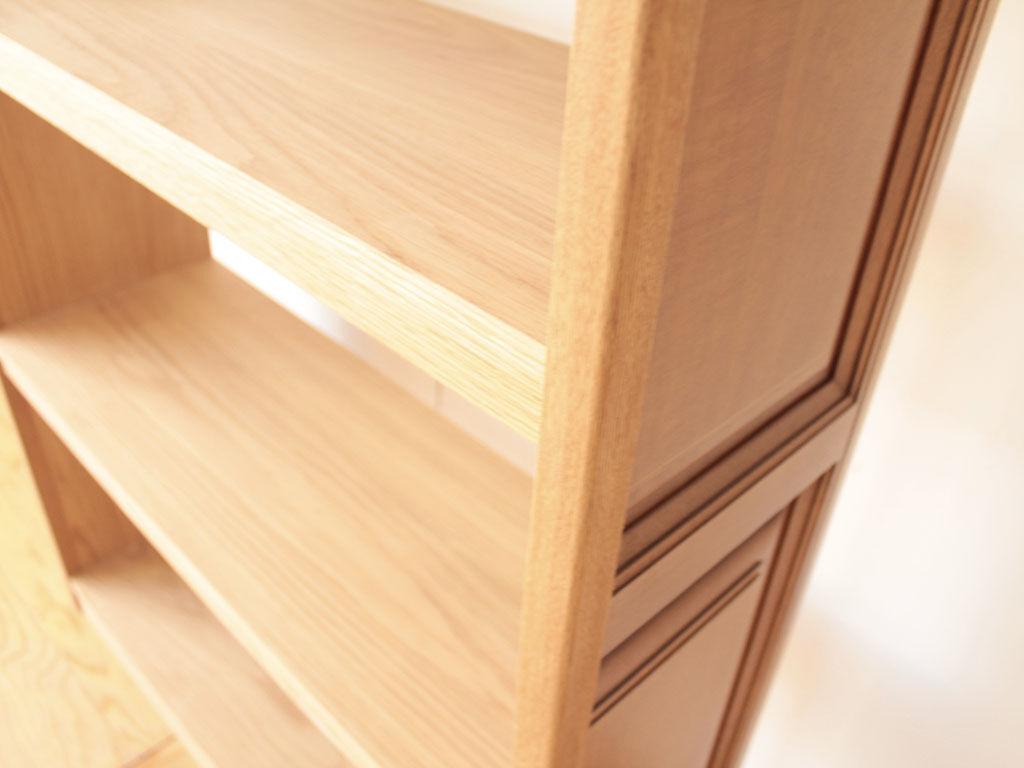 棚板がたわまないようしっかり補強を施した本棚