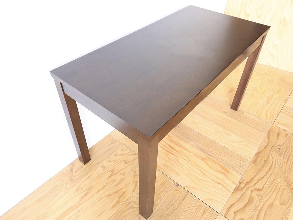 雰囲気を変えずに高さを変更したテーブル